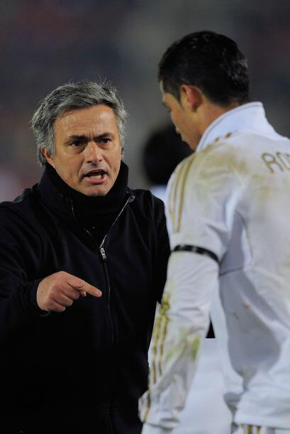 Ya en la segunda mitad, Mourinho se encargó de hablar con sus jugadores...