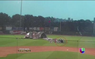Una potente tormenta deja al menos a 4 heridos durante un juego de béisb...