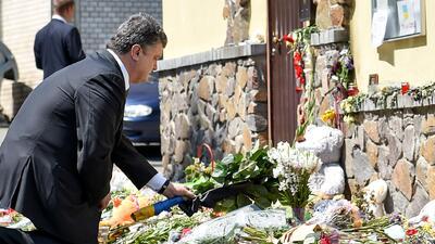 El presidente de Ucrania presentó sus condolencias en las embajadas de H...