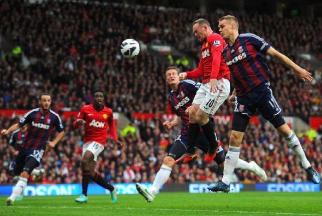 Este cabezazo de Rooney fue el primer gol del partido, aunque lo anotó e...