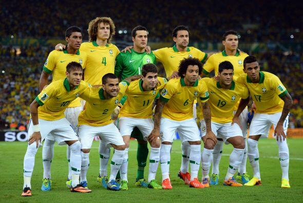 Brasil no sólo es el país anfitrión, es el equipo c...
