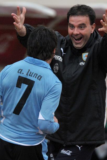 Adrián Luna (7) con un golazo de tiro libre desde 25 metros a los...
