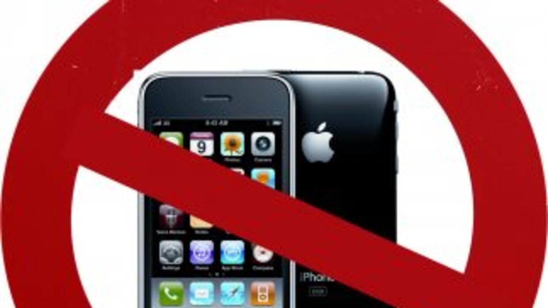 Samsung asegura que Apple viola sus patentes en el iPhone.