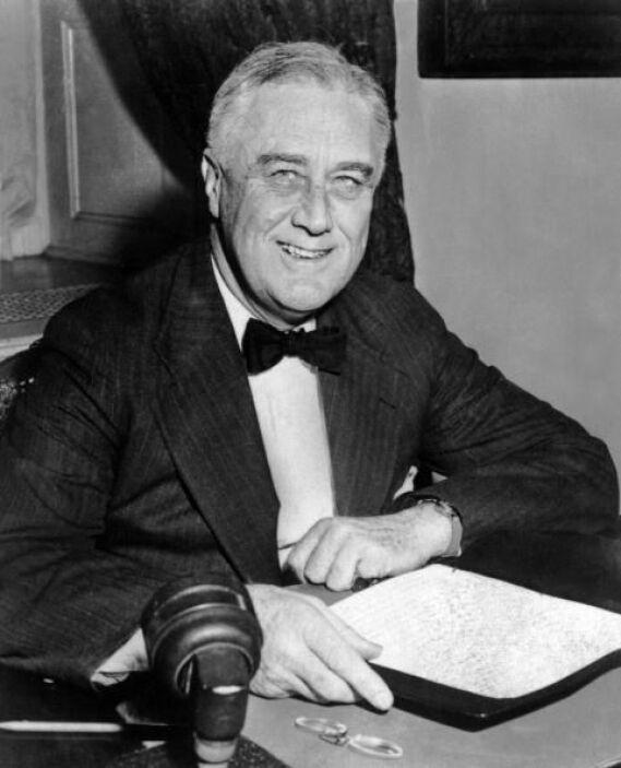 En 1942, Roosevelt autorizó el internamiento de más de 120 mil japoneses...