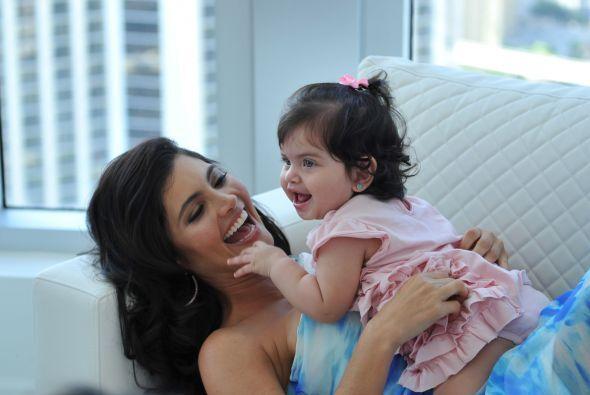 Su pequeña hija Carlota es la alegría de su vida.