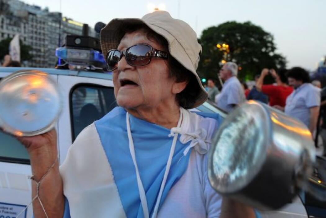 Septiembre 13- En Argentina se producen protestas y cacerolazos en repud...