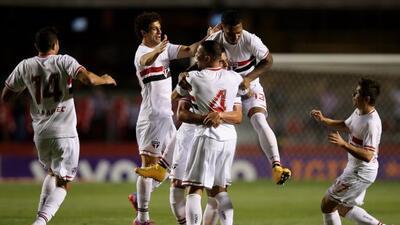 Sao paulo se encuentra a siete unidades del Cruzeiro.