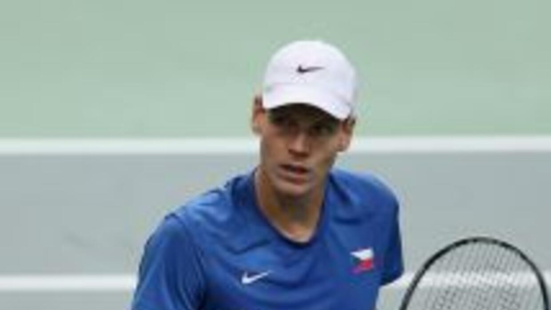 Tomas Berdych ganó el primer punto para la república Checa al derrotar a...