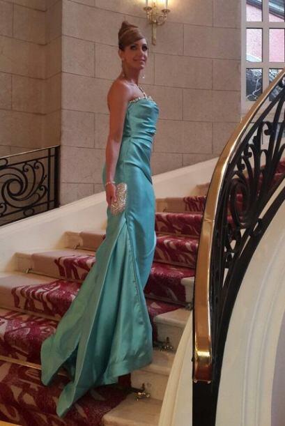 Además, Lili estuvo hermosa en la premiación con este vestido aguamarina.