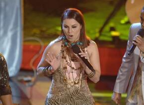 Fuego en el escenario con Olga Tañón.