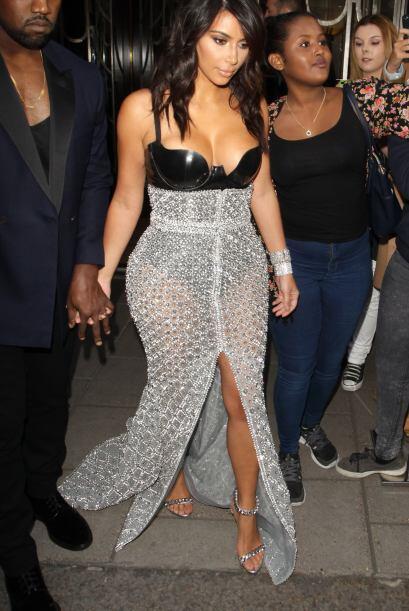 Como siempre, Kim nos deslumbró con su espectacular atuendo.