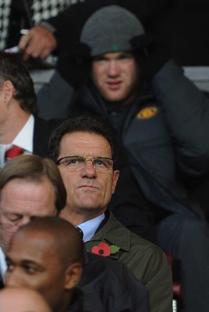 Rooney miró el partido desde la tribuna junto a Fabio Capello.