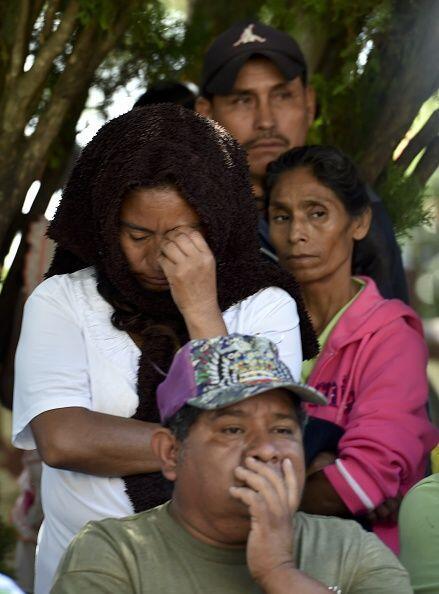 Pobladores de Ayotzinapa mientras escuchaban la conferencia.