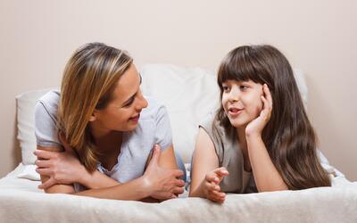 La comunicación con los hijos es primordial para los padres