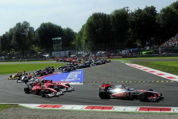 El Mercedes-McLaren de Button encabezó el pelotón del Gran Premio de Ita...