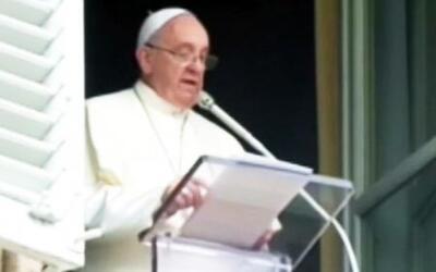 El Papa Francisco dijo una palabra grosera por error en su bendición dom...