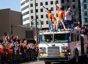 La ciudad de Denver festejó a sus Broncos por el triunfo logrado en el S...