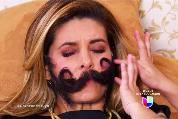 Isabela ni siquiera se dio cuenta que le pegaron unos bigotes.