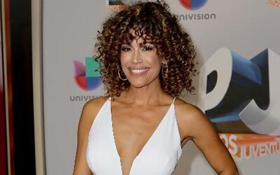Se siente soñada: Karla Martínez llegó a Despierta América con su look afro