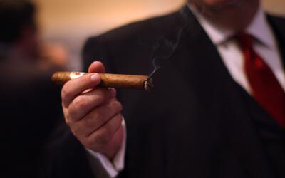 Estados Unidos levantó las restricciones a la introducción de ron y taba...