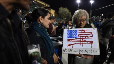 Jorge Ramos: La masacre del día GettyImages-Flag-Protest-San-Beernardino...