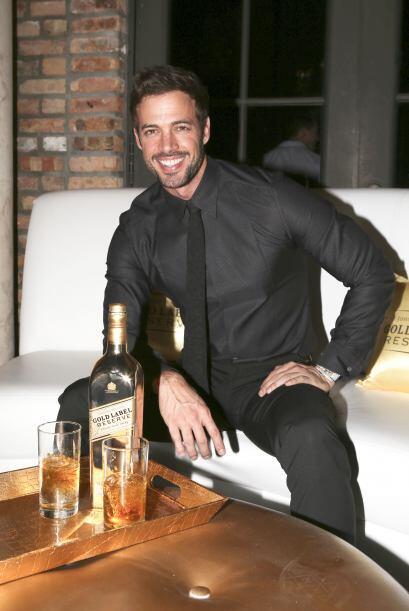William Levy asistió a la presentación de un famoso whisky