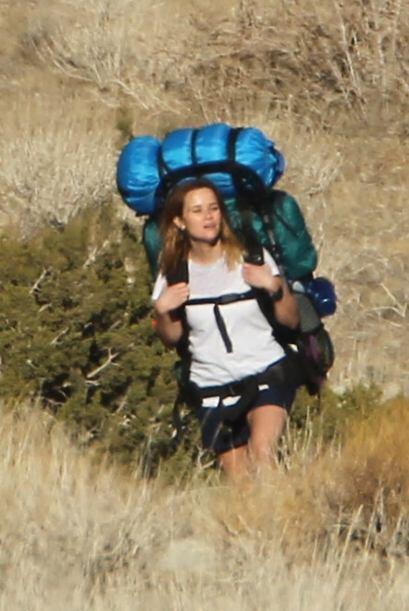 Pobre Reese Witherspoon, en ese backpack seguramente está cargand...