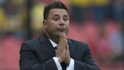 Antonio Mohamed, no puede dejar a un lado la sombra del 'Piojo' Herrera.