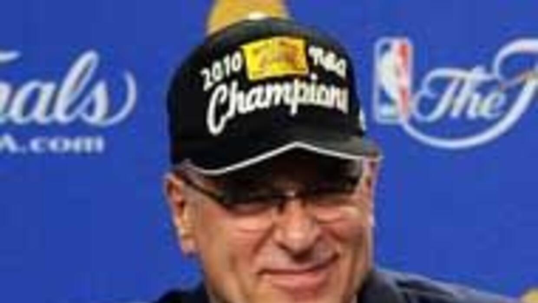 Phil Jackson se quedara con tecnico de los Lakers otro a?o 1be7947071744...