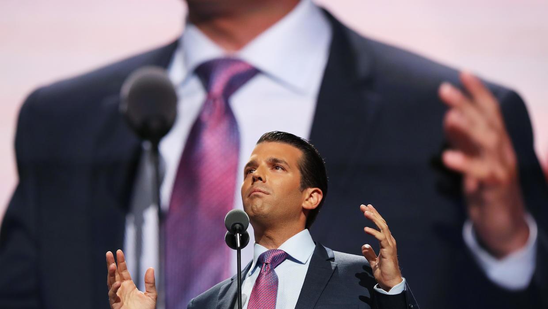 El hijo del candidato presidencial republicano secundó la posición radic...