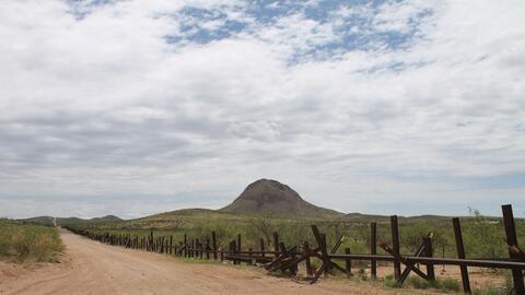 Cerca de Douglas, Arizona, hay áreas donde no hay muro fronterizo.