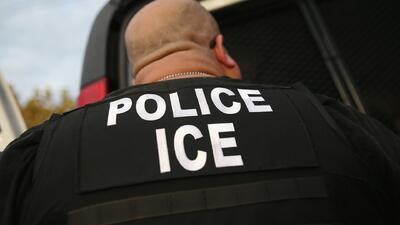Altos funcionarios de Los Ángeles piden a la directora de ICE que sus ag...