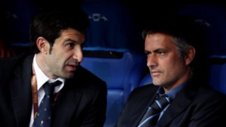 Figo fue dirigido por Mourinho y coincidió con el entrenador como direct...