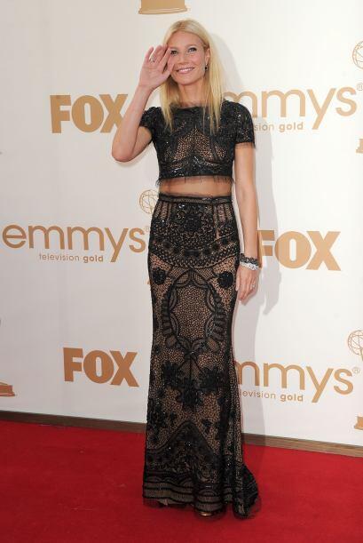 Derrochó sensualidad al desfilar en la alfombra de los Emmys con esta cr...