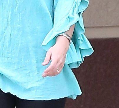 Parece que Britney se ha comprometido nuevamente. Mira aquí lo &u...