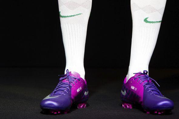 Al final, Neymar mostró sus nuevas botines...que prometen magia y...