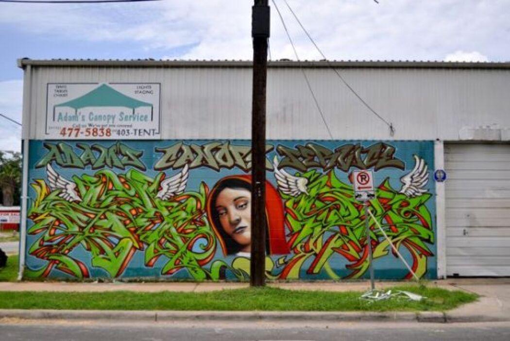 Un mural inspirado en la Virgen de Guadalupe, al más puro estilo del ori...
