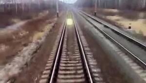 Imágenes reales de un ente luminoso que perseguía a un tren en Rusia