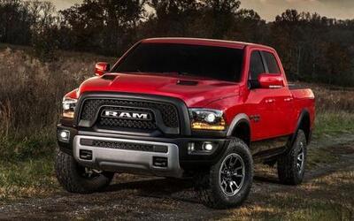 El vehículo utiliza de forma estándar con un motor Pentastar V6 de 3.6 l...