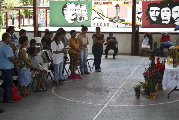 A pesar del dolor, los padres y alumnos se han organizado para exigir al...