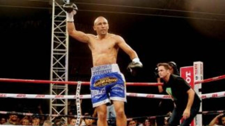 Orlando 'Siri' Salido le ganó la guerra a Terdsak Kokietgym (Foto: Twitt...