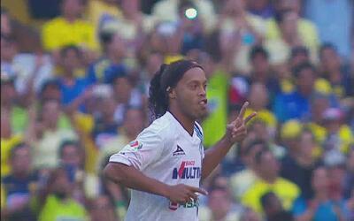 Los dos goles de Ronaldinho al América