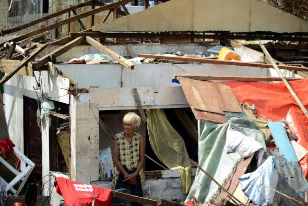 Al menos el 70 por ciento de los edificios de Tacloban, incluidos varios...