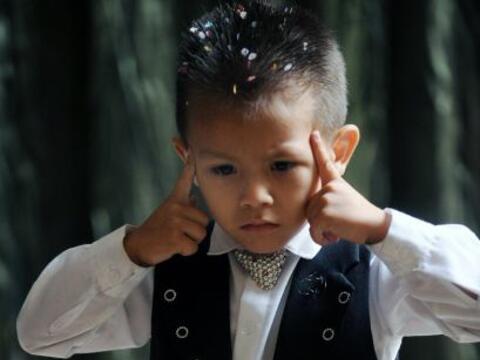 James Giraldo tiene cuatro años y un talento especial para los tr...