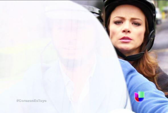 Por poquito y no llegas Ana, lo bueno fue que Diego aceleró en su motoci...