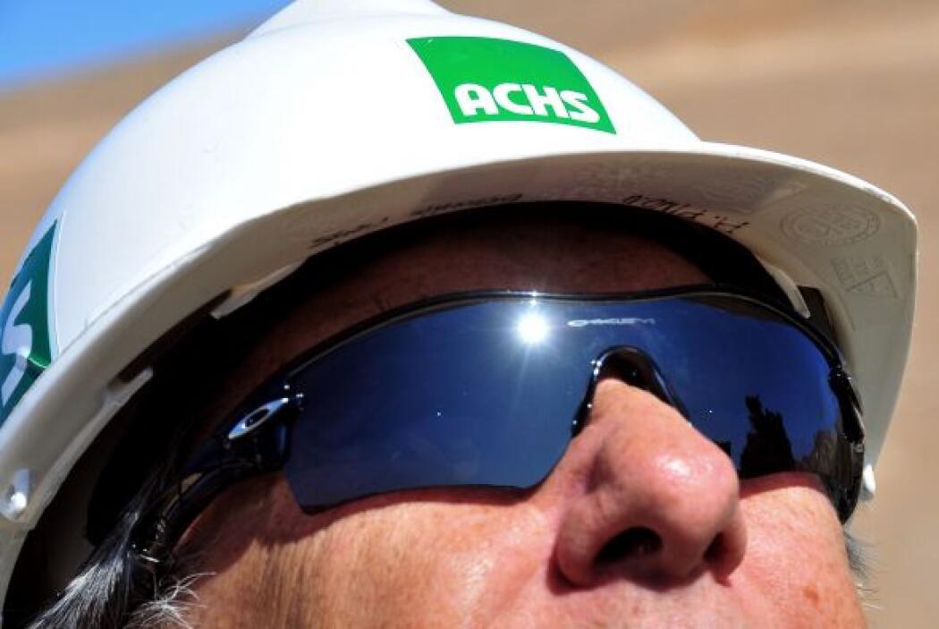 Se presentaron las gafas especiales que usarán los mineros cuando sean r...