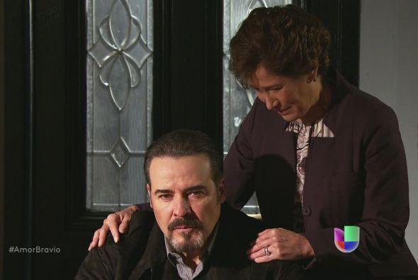 Agustina le miente a Dionisio y le dice que lo prefirió sobre Camila, pe...