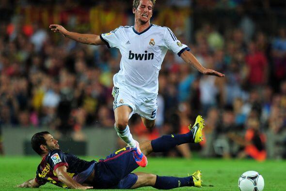 Cuando el Madrid ya tenía dos amonestados, Javier Mascherano también mos...