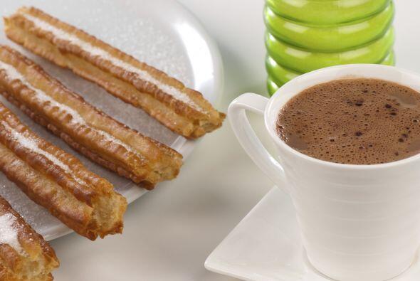 Una merienda más simple puede estar conformada de chocolate caliente y c...