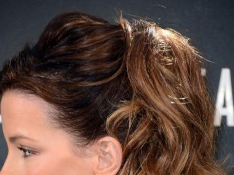 Este peinado no sólo es sencillo de hacer sino que también...